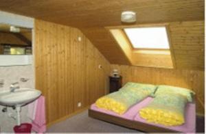Een bed of bedden in een kamer bij Gasthaus Bergheim