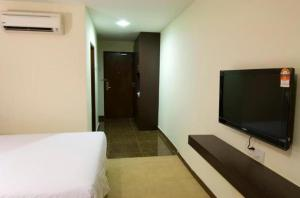 A television and/or entertainment centre at Syaz Meridien Hotel