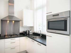 A kitchen or kitchenette at BizStay City Center Apartments