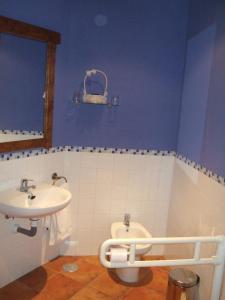 A bathroom at La Plata de Oropesa