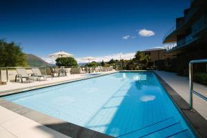 The swimming pool at or near Lakeside Apartments