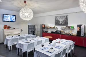 A restaurant or other place to eat at Budget Hotel Marnix City Centre