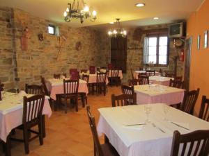 Un restaurante o sitio para comer en Hotel Rural El Molinero de Santa Colomba de Somoza