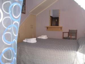 A bed or beds in a room at Sa Domo de Minnanna