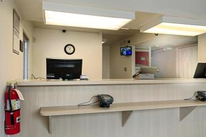 The lobby or reception area at Motel 6-Winnemucca, NV