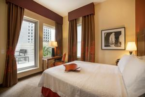 A bed or beds in a room at Hampton Inn Manhattan/Downtown- Financial District