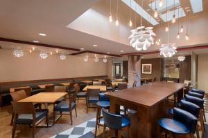 מסעדה או מקום אחר לאכול בו ב-Hampton Inn Manhattan/Downtown- Financial District