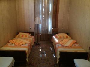 A bed or beds in a room at Guest House Deda Lali