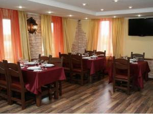 A restaurant or other place to eat at Usadba Hotel