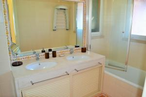 A bathroom at Apartamento Golf Resort