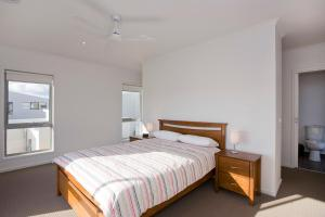 A bed or beds in a room at Beach & Golf Stays, Australia
