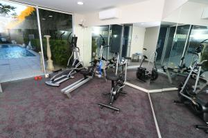 The fitness center and/or fitness facilities at Springfield Lakes Boutique Hotel