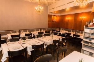 Ein Restaurant oder anderes Speiselokal in der Unterkunft Stadthof Budget Hotel Basel City Center