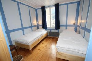 A bed or beds in a room at Chalet Hotel Krone