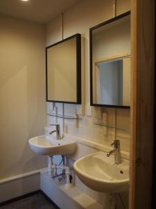 A bathroom at 328 Hostel & Lounge
