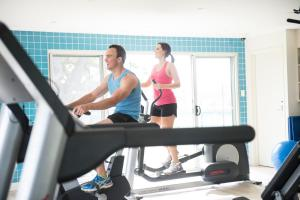 The fitness centre and/or fitness facilities at Novotel Barossa Valley Resort