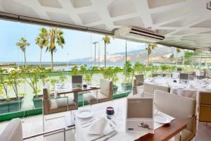 Een restaurant of ander eetgelegenheid bij H10 Tenerife Playa