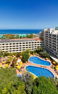 Vista de la piscina de H10 Tenerife Playa o alrededores