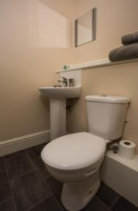 A bathroom at Albert Hotel Disley