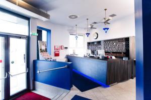 A kitchen or kitchenette at Lenas Donau Hotel