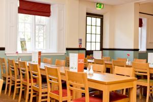 A restaurant or other place to eat at YHA Ilam Hall