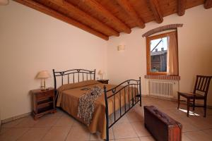 A bed or beds in a room at Residence Borgo Mondragon