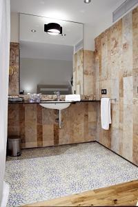A bathroom at Hotel Rural Doña Berenguela