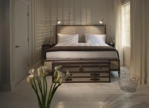 A bed or beds in a room at The Shepley Hotel