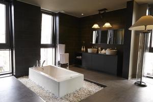 A bathroom at Hotel Lacky Daejeon