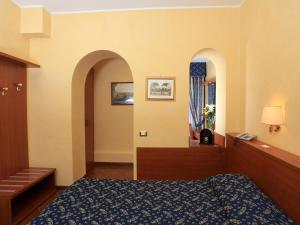 A bed or beds in a room at Casa Di Santa Francesca Romana a Ponte Rotto