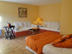 A bed or beds in a room at B&B Le Mas D'Orsan