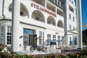 A restaurant or other place to eat at Strandhotel Glücksburg