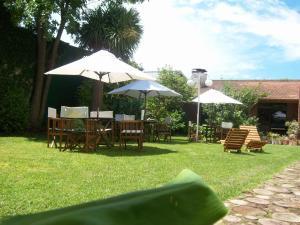 Un jardín fuera de Hotel Turingia