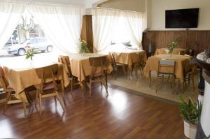 Un restaurant u otro lugar para comer en Hotel Turingia