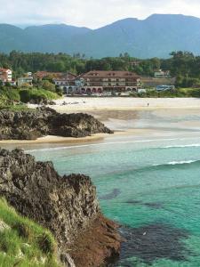 Pantai di atau dekat dengan hotel