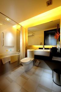 A bathroom at Grand Margherita Hotel