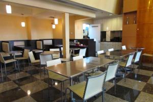 A restaurant or other place to eat at Strand Hotel (SG Clean)