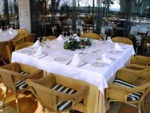 A restaurant or other place to eat at Sercotel Hotel Los Lanceros