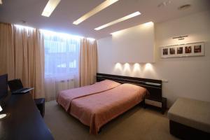 Кровать или кровати в номере Воробей Отель