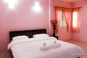 A bed or beds in a room at Triple P Home Resort