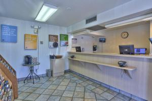 The lobby or reception area at Motel 6-Kingman, AZ - Route 66 East