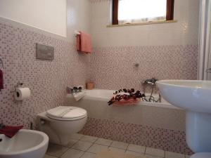 A bathroom at Villa Dafne