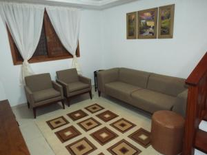 A seating area at Sobrado House