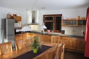 A kitchen or kitchenette at Chata Marta