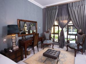 A seating area at Elegant & Exclusive Boutique GuestHouse