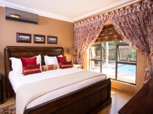 A bed or beds in a room at Elegant & Exclusive Boutique GuestHouse