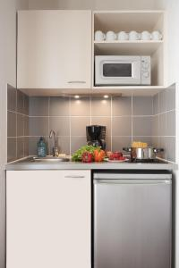A kitchen or kitchenette at Aparthotel Adagio Access Avignon