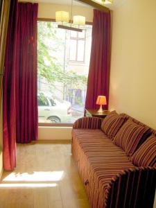 A bed or beds in a room at Apartment on Pushkinskaya 16