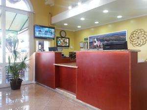 The lobby or reception area at Vagabond Inn San Pedro