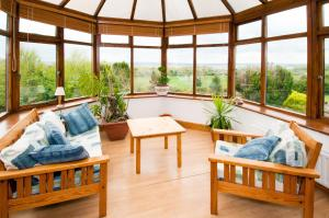 A seating area at Shannonview Self Catering